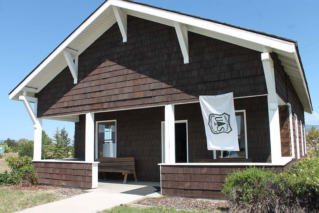 Bungalow Ranger Station Cabin