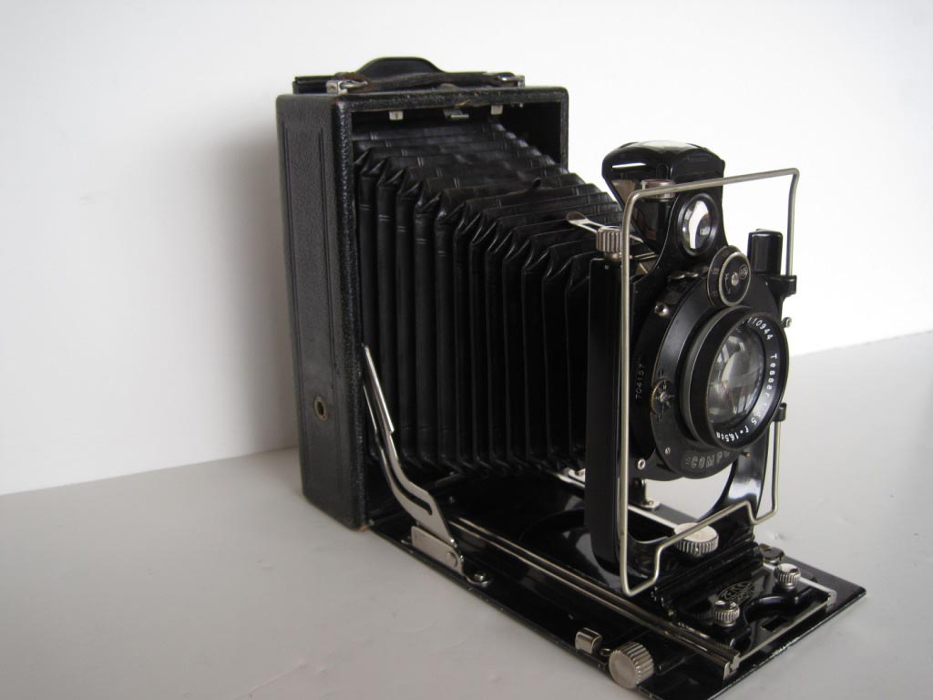 Zeiss Ikon Orix Folding Camera, c. 1930. Photographs were important in the early days of the Forest Service. Pictures were used to communicate with the public. The Onix Model 308/1 was marketed in catalogs from 1926-1934.